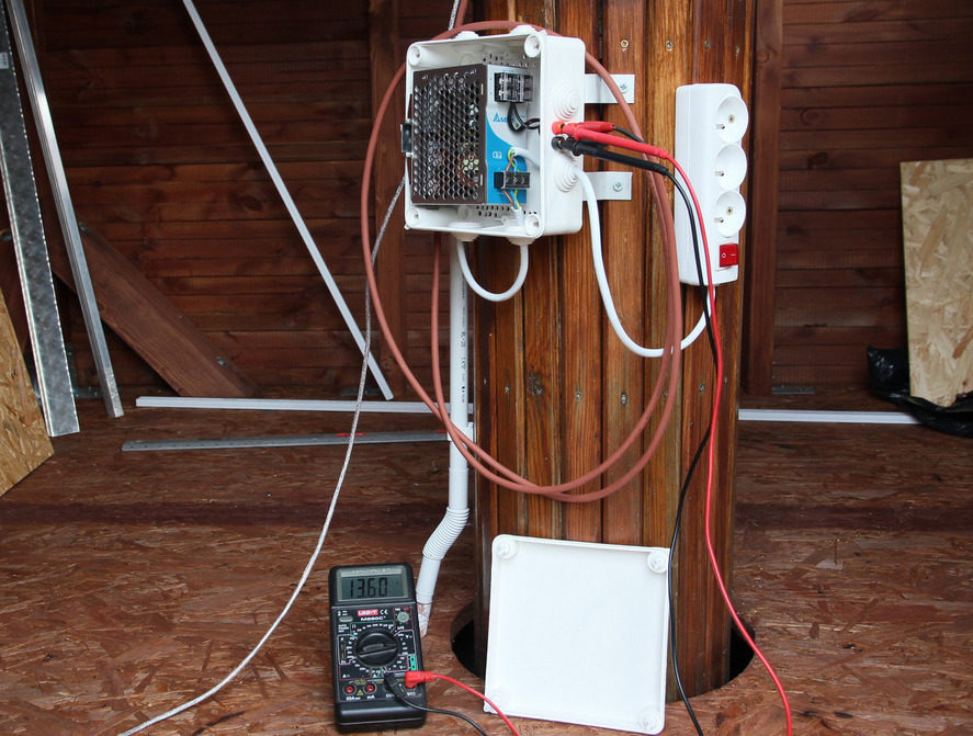 Industrial power supply unit mounted at the pier